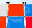 Oliedrums, oranje, rood en blauw