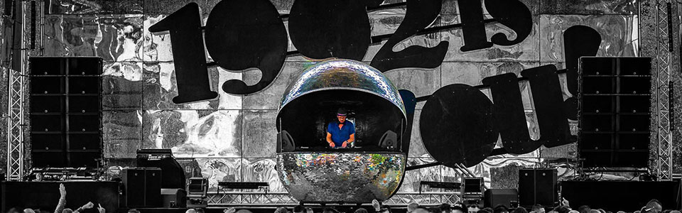 spiegelbol dj booth